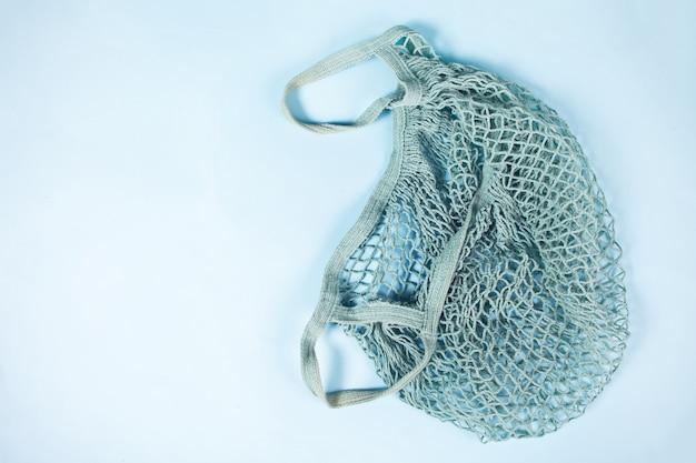 Ekologiczna bawełniana torba na zakupy z sznurkiem. bez plastiku. koncepcja ekologiczna. zero marnowania. widok z góry. skopiuj miejsce