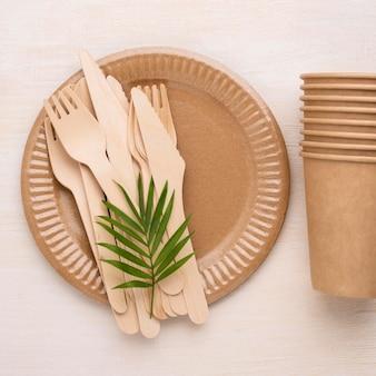 Ekologiczna jednorazowa zastawa stołowa układana na płasko