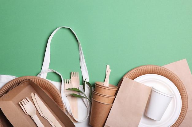 Ekologiczne dania na kolorowym tle widok z góry przyjazne dla środowiska