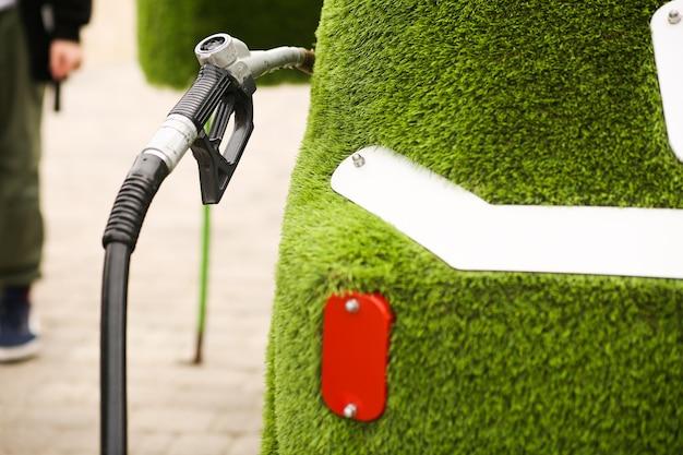 Ekologiczny samochód zasilany energią alternatywną