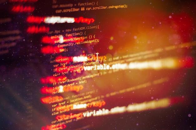 Ekran kodu programistycznego programisty. czas pracy przy programowaniu oprogramowania.