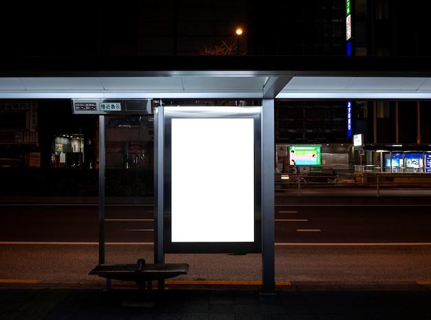 Ekran wyświetlania informacji dla pasażerów w japońskim systemie metra