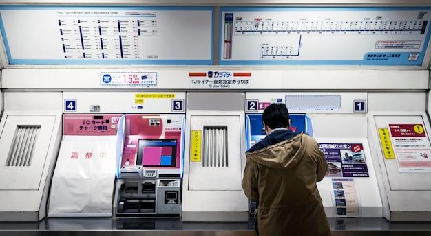 Ekran wyświetlania informacji dla pasażerów w systemie japońskiego metra