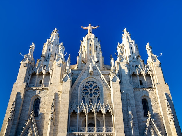Ekspiacyjny kościół najświętszego serca pana jezusa w barcelonie