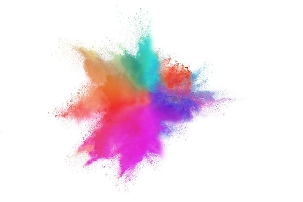 Eksplozja kolorowego proszku na białym tle