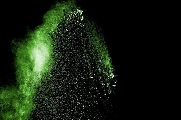 Eksplozja zielonego proszku w ciemności