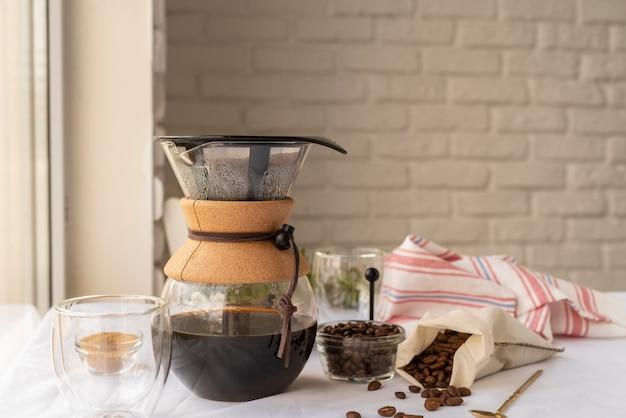 Ekspres do kawy na stole
