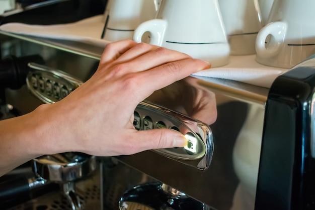 Ekspres do kawy podejmowania kawy w pubie, barze, restauracji