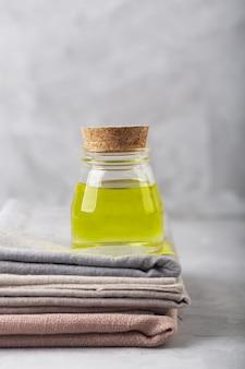 Ekstrakt z oleju konopnego i tkanina wytwarzana przy użyciu tej rośliny
