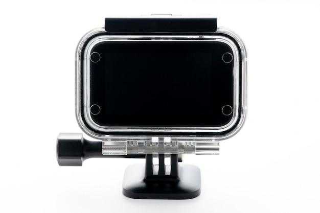 Ekstremalna akcja kamera przy wodoodpornym aqua-pudełkiem odizolowywającym na białym tle.