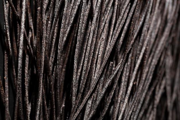 Ekstremalne zbliżenie makaronu z atramentem kałamarnicy w kolorze czarnym