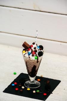 Ekstremalny czekoladowy koktajl mleczny