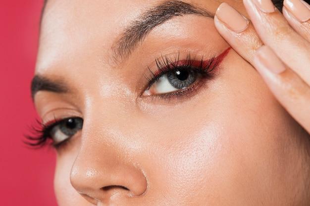 Ekstremalny makijaż oczu z bliska