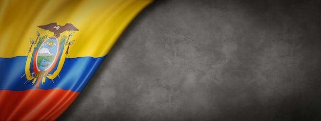 Ekwadorska flaga na betonowej ścianie