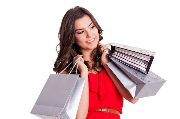 Elegancka kobieta ze srebrnymi torbami na zakupy