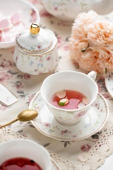 Elegancka kompozycja na herbatę