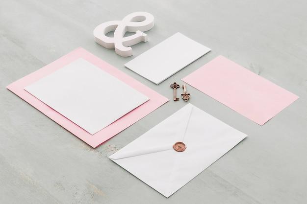 Elegancka koncepcja ślubu piśmienne