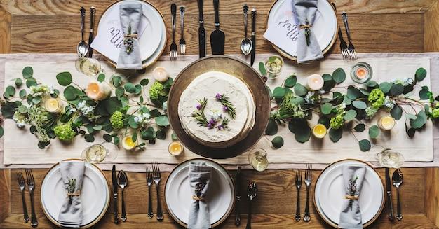 Elegancka restauracja ustawienie stołu do odbioru