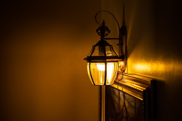 Elegancka wewnętrzna lampa ścienna do luksusowej dekoracji oświetlonej domu