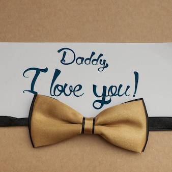Elegancki krawat dziobowy na dzień ojca