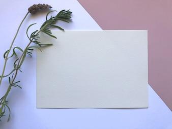 Elegancki różowy i biały szablon akwarela papier z kwiatami