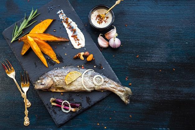 Elegancki skład zdrowej żywności z ryb