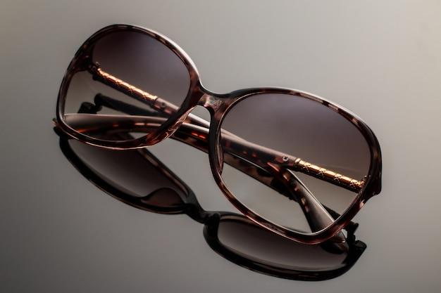 Eleganckie czarne okulary przeciwsłoneczne