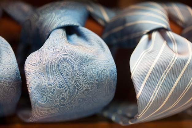 Eleganckie włoskie krawaty