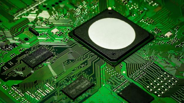 Elektroniczna płytka drukowana pcb z procesorem i mikroczipami