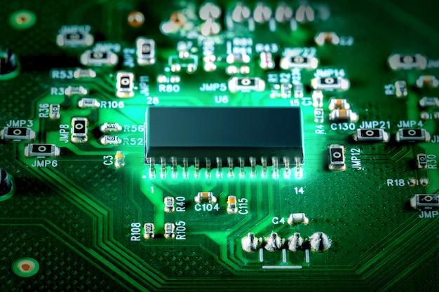 Elektroniczna technologia komputerowa. chip cyfrowy płyty głównej. procesor kwantowy.
