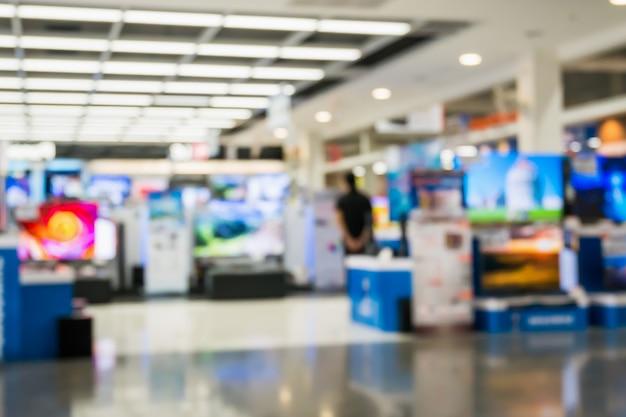 Elektroniczny dom towarowy pokaż telewizyjny telewizor i sprzęt gospodarstwa domowego z niewyraźne tło światło bokeh
