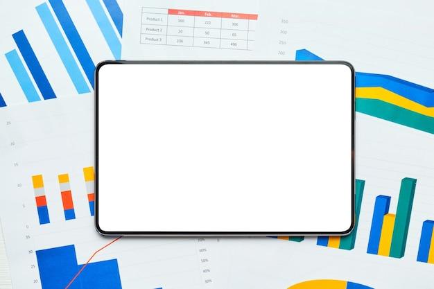 Elektroniczny tablet z miejsca na kopię na arkuszu wykresów