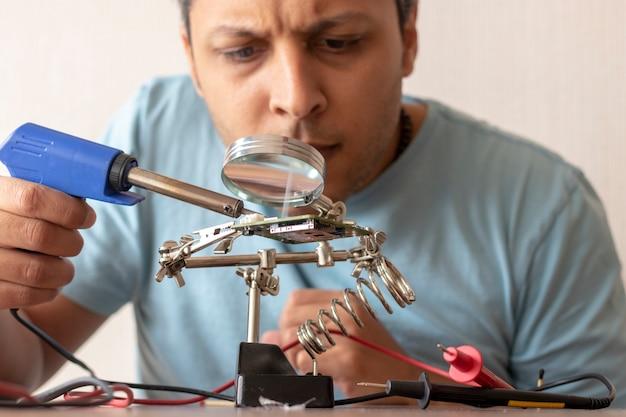 Elektroniczny technik pracy