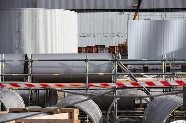 Elektrownia jądrowa w czarnobylu. montaż ruchomego łuku na obiekcie schronisko