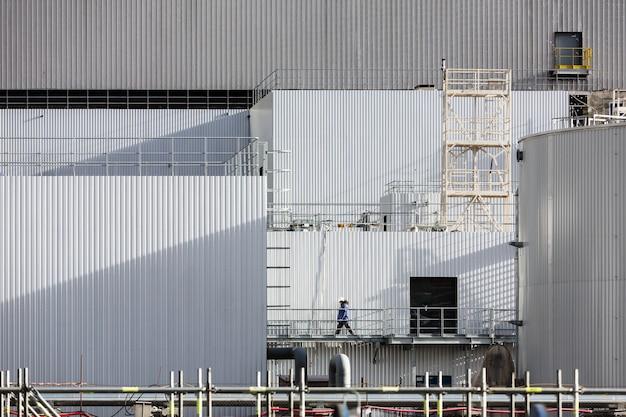 Elektrownia jądrowa w czarnobylu. zamknięcie reaktora nr 4 w czarnobylu. łuk nad obiektem schronisko to największa ruchoma konstrukcja na świecie