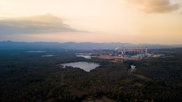 Elektrownia węglowa mine mae moh w tajlandii.