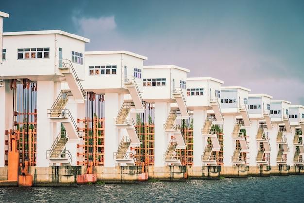 Elektryczna woda jeziora zaporowego - filtr vintage