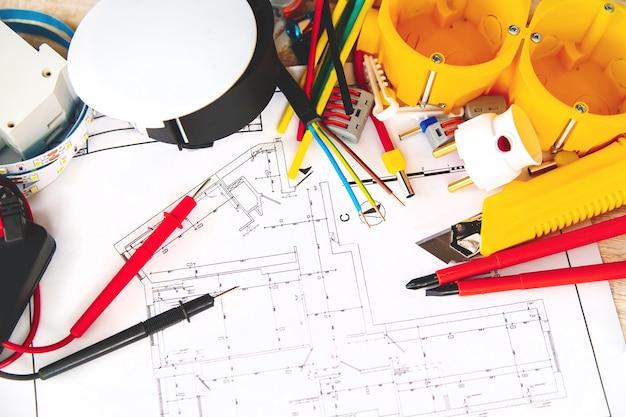 Elektryczne narzędzia do naprawy w domu. selektywna ostrość. plan
