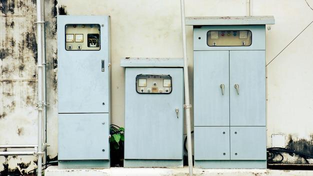 Elektryczny kontroler pudełko przy budową.