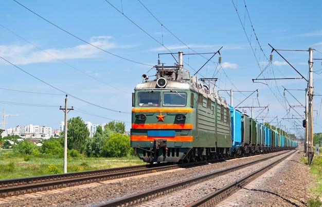 Elektryczny pociąg towarowy na ukrainie
