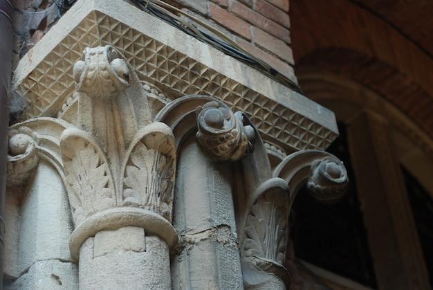 Element architektoniczny, starożytna stolica kolumny