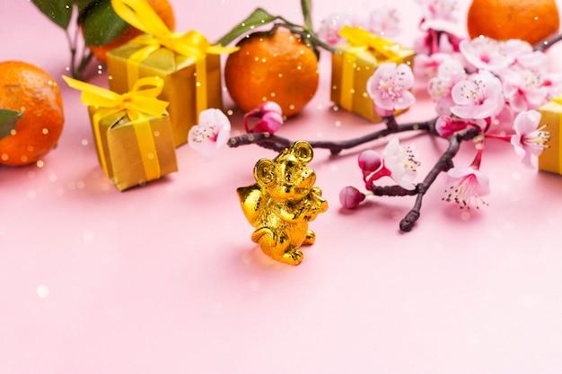 Elementy chińskiego nowego roku na różowo