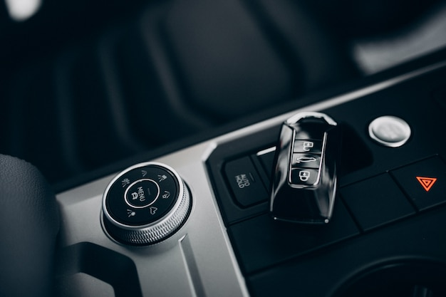 Elementy samochodowe i detale w środku