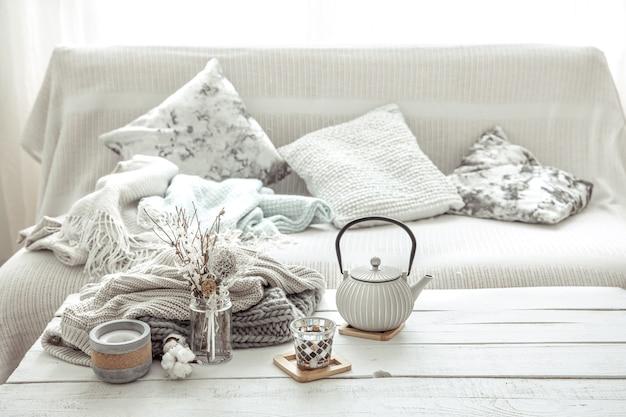 Elementy wystroju wnętrza w stylu skandynawskim. koncepcja domowego komfortu i nowoczesnego stylu.