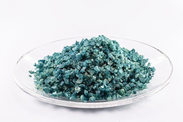 Eliksir Chlorkowy W Szkle, Krysztale Lub Solach Stosowany W Reakcjach Chemicznych Premium Zdjęcia