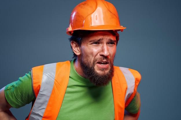 Emocjonalni budowniczowie pomarańczowy kask bezpieczeństwa zmęczenie pracą