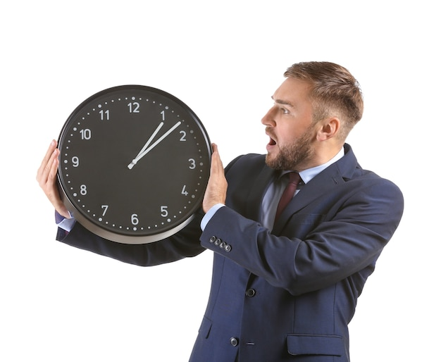 Emocjonalny biznesmen z zegarem na białym