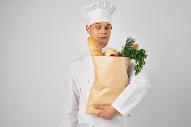 Emocjonalny mężczyzna szef kuchni pakiet żywności zdrowej żywności styl życia