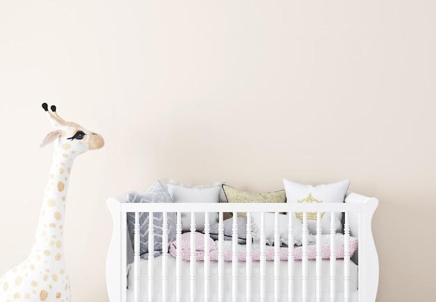 Empaty ściana w pokoju dziecięcym z białymi ścianami