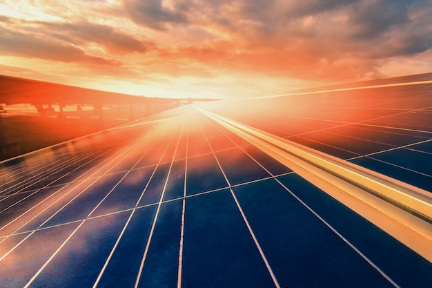 Energia alternatywna aby oszczędzać energię świata. panele słoneczne